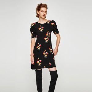 NWT Zara AW17 Size XS Black Floral Dress